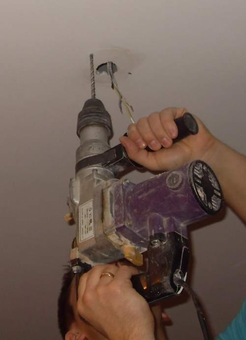 Как повесить люстру своими руками: способы и виды креплений
