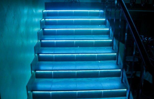 Подсветка лестницы светодиодной лентой своими руками