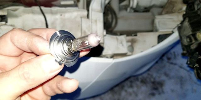 Замена лампы в фарах форд фокус 3: габариты, ближний, дальний свет