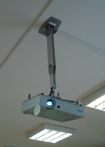 Кронштейн для прожектора: на стену, на фасад, как сделать