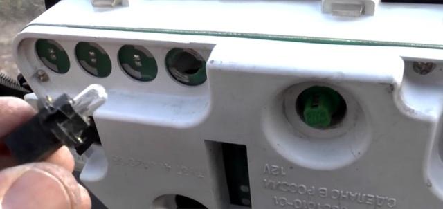 Замена ламп в приборной панели ваз 2114: инструкция
