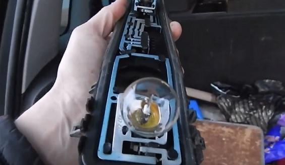 Замена лампы ближнего света на форд фьюжн